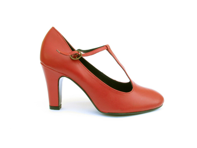 red-shoe-4-1307923-640x480
